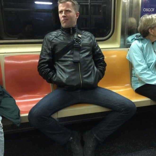 у мужика встал в метро